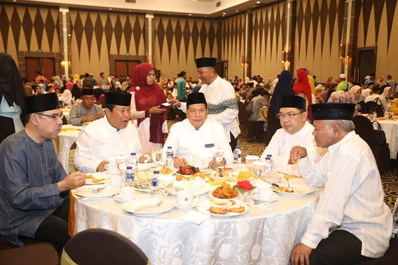 Pemkab Buka Puasa Bersama dengan HKR Pekanbaru