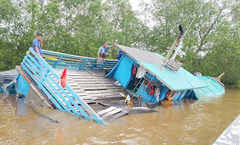 Lambung Bocor, Kapal Sembako Tenggelam