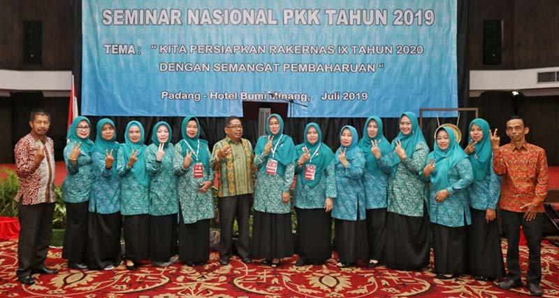 TP PKK Ikut Seminar Nasional PKK di Padang