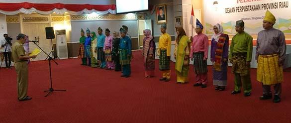 Lima Belas Dewan Perpustakaan Riau Dilantik Gubri