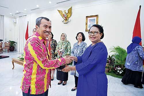 Bupati Terima Anugerah  Parahita Ekapraya 2018