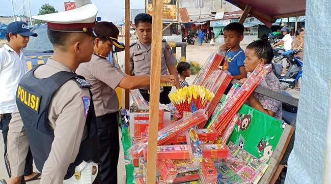 Razia Petasan di Pasar Tradisional