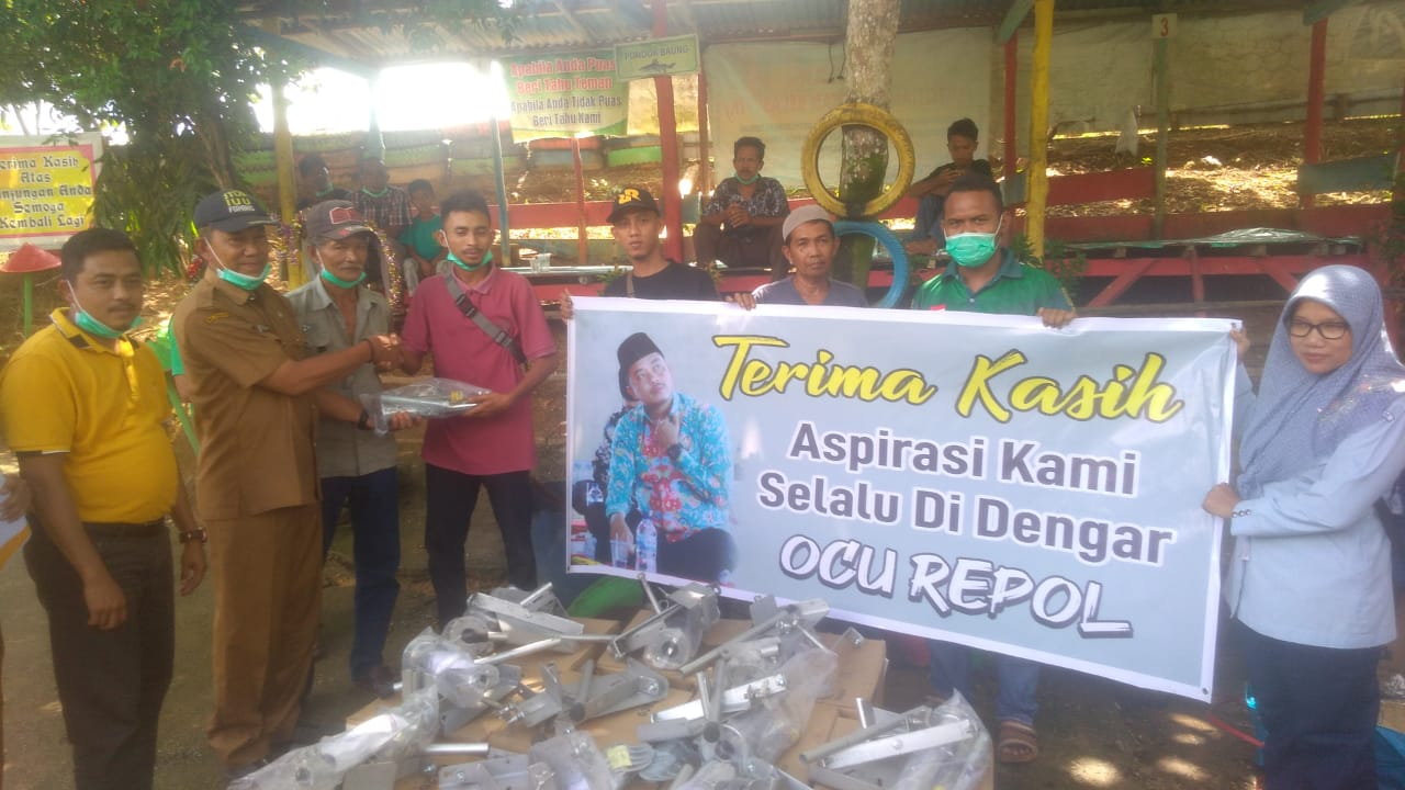 Repol Serahkan Bantuan Mesin Tempel bagi Nelayan Kampar Kiri