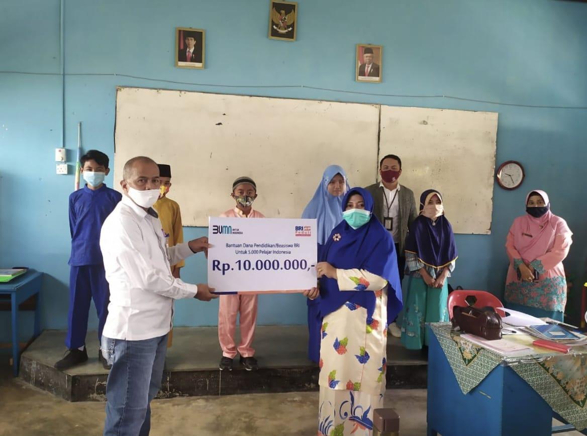 Beasiswa BRI untuk Lima Pelajar Indonesia di Meranti