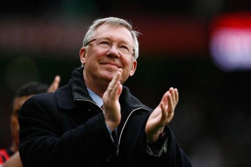 Liverpool Juara, Alex Ferguson Ucapkan Selamat ke Kenny Dalglish