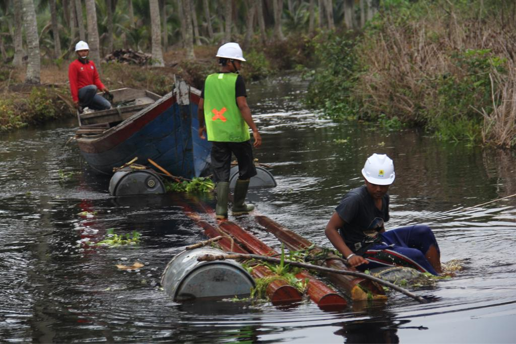 H-1 Idulfitri, PLN Resmikan Tujuh Desa Berlistrik di Riau