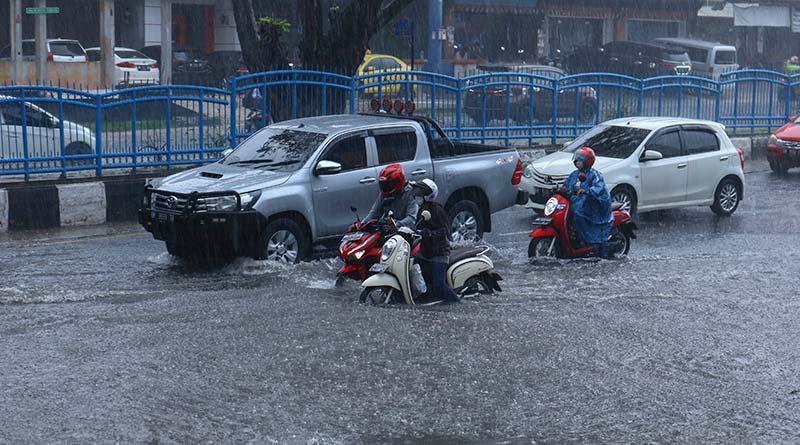 Hujan Sebentar, Jalan Tergenang
