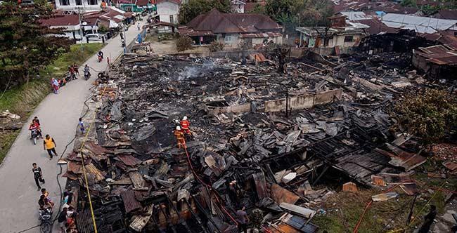 10 Rumah dan Tiga Kios Terbakar