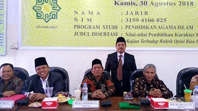 Wartawan Riau Pos Lulus Ujian Tertutup Disertasi