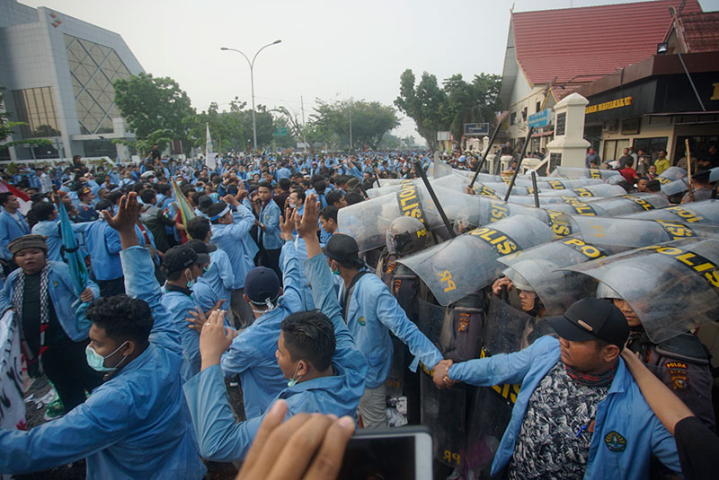 10 Mahasiswa dan 7 Aparat Kepolisian Terluka