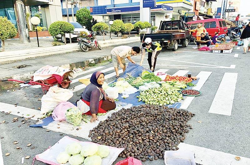 Pasar Tumpah Bikin Macet