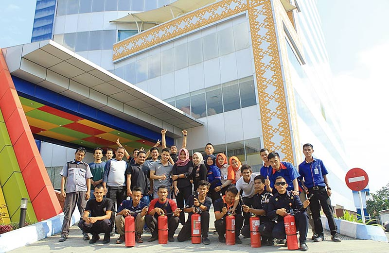 Pengelola Graha Pena Riau Laksanakan Simulasi Kebakaran