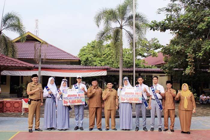 SMAN 1 Telukkuantan Borong Duta Lalu Lintas