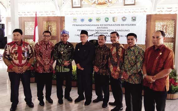 Bupati MoU Aplikasi dengan Pemko Bandung
