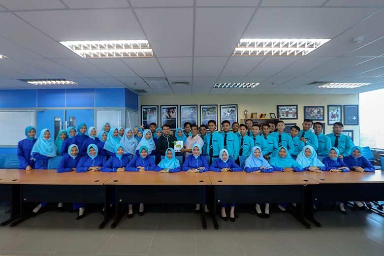 RIC Belajar Desain Grafis ke Riau Pos