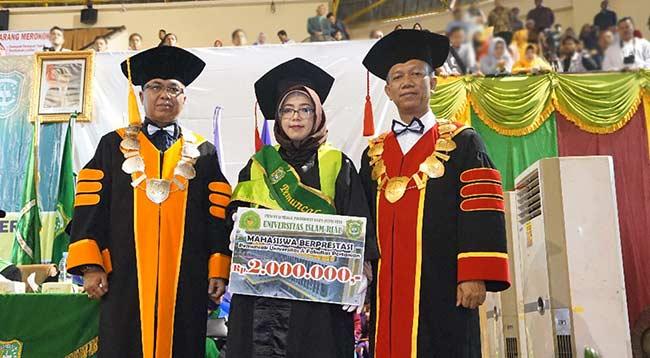 974 Mahasiswa UIR Diwisuda