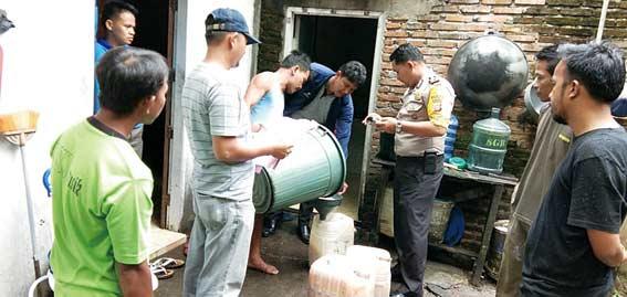 Polsek Amankan Tuak 240 Liter