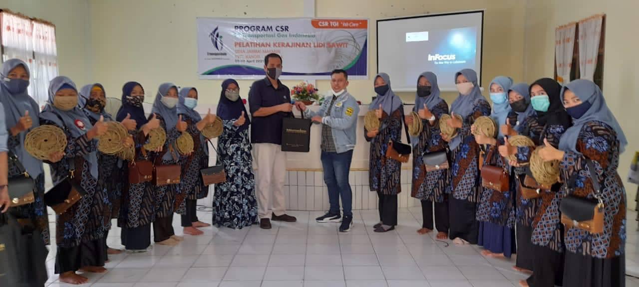 Dukung Pemulihan Ekonomi Mikro, TGI RO3 Latih Pengrajin Lidi Sawit