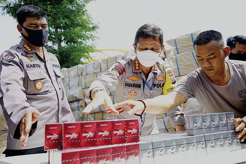 Sepuluh Juta Batang Rokok Ilegal Disita
