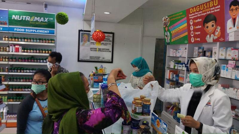 Warga Negara Singapura Borong Masker di Batam