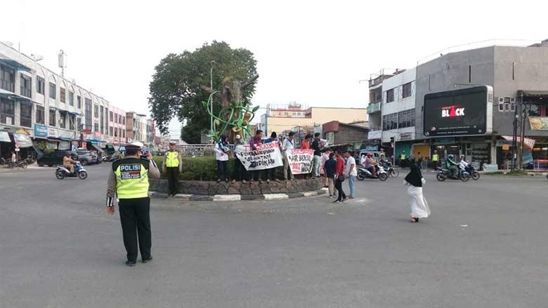 Mahasiswa Tuntut Janji Politik
