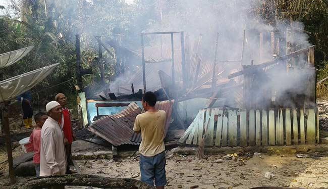 Kebakaran Musnahkan Rumah Guru Honor
