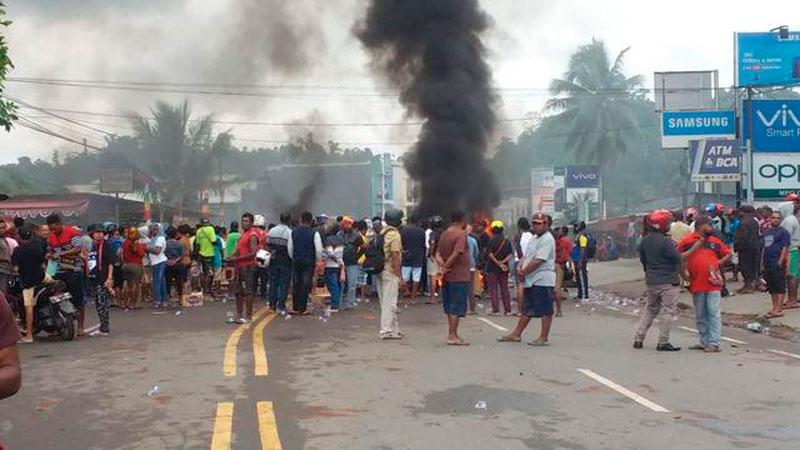 Massa Bakar Gedung DPRD Papua Barat