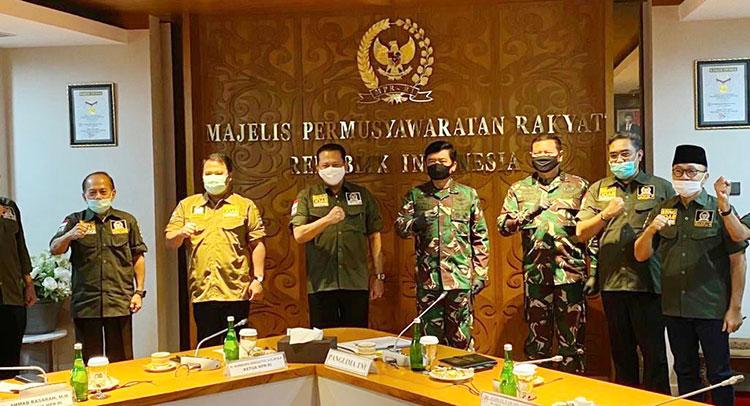 MPR RI Berikan Penghargaan kepada Prajurit TNI