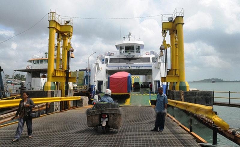 Tak Ada Antrean Panjang di Pelabuhan