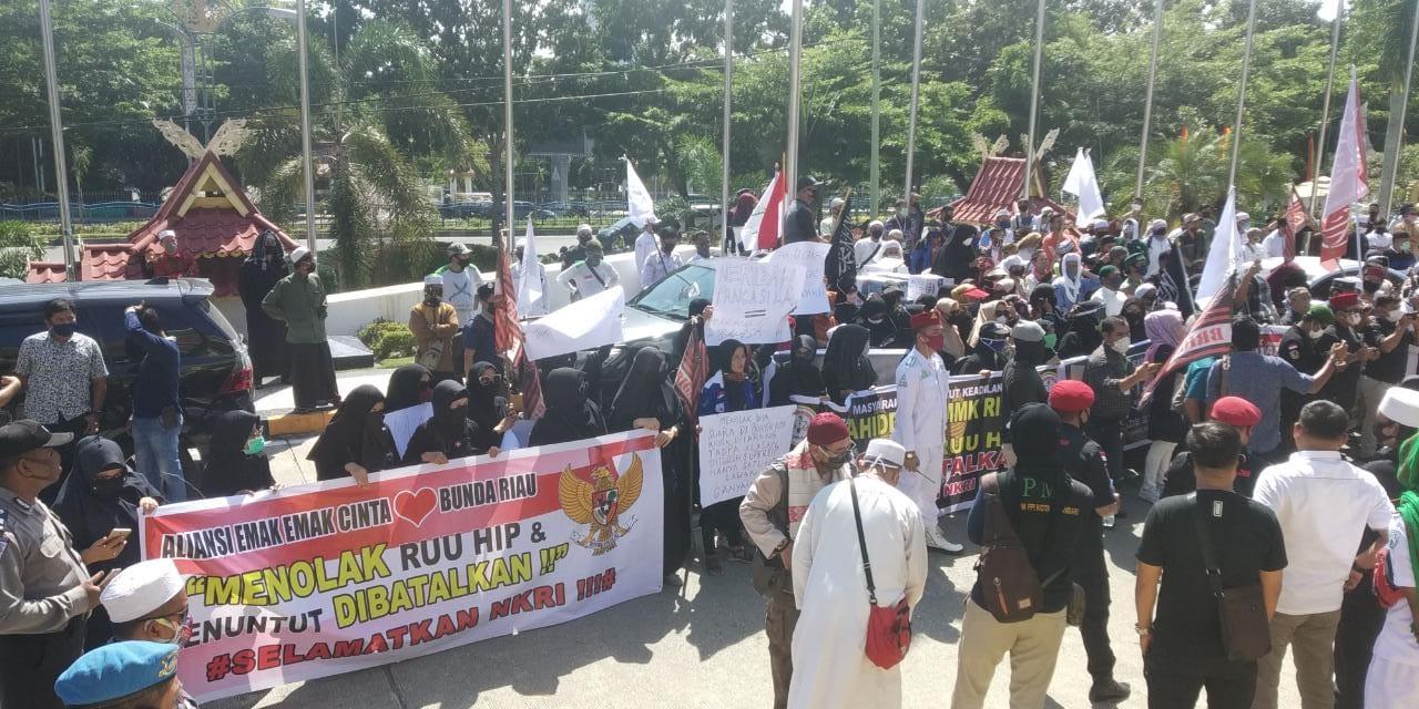 Demo Tolak RUU HIP di Pekanbaru Datangi Kantor DPRD Riau