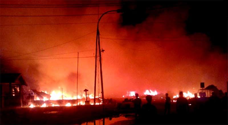 Puluhan Kios dan 4 Ranmor Terbakar di Rumbai