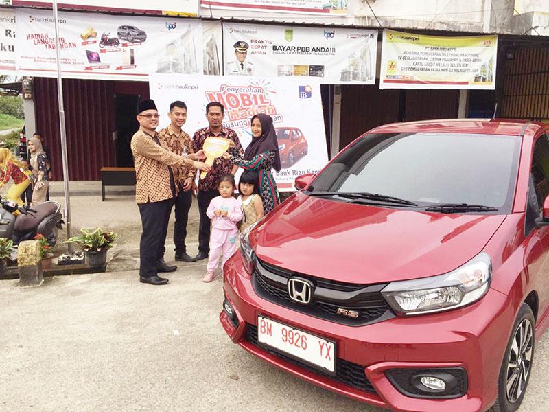 Rosnah Terima Hadiah Mobil dari Bank Riau Kepri Capem Kotabaru