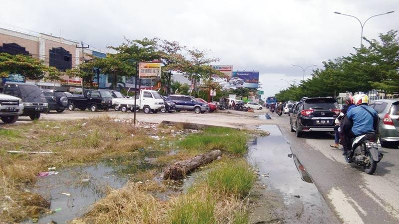 Drainase Soekarno-Hatta Tersumbat