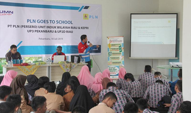 PLN Edukasi Budaya K3 ke Siswa SMK