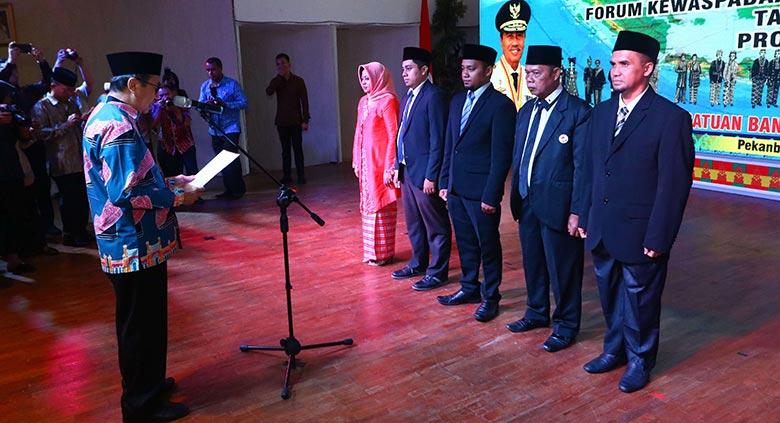 Gubernur Riau Kukuhkan  FKP dan FKDM