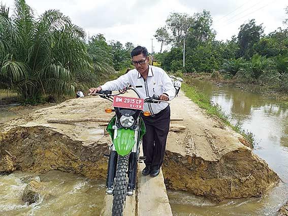 Sungai  Kapojan  Meluap, Jalan Desa Lubuk Mas Amblas