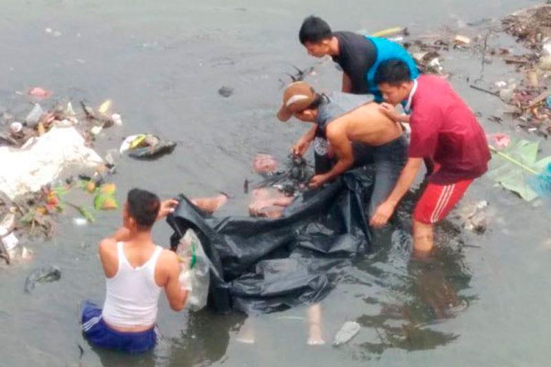 Mayat Bertato Love Mengapung di Sungai