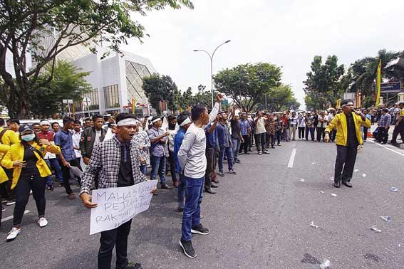 Massa Desak Polda Usut Dugaan Penggelapan Hasil Panen Sawit