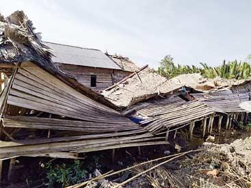 Sembilan Rumah   Ambruk Disapu Angin Kencang