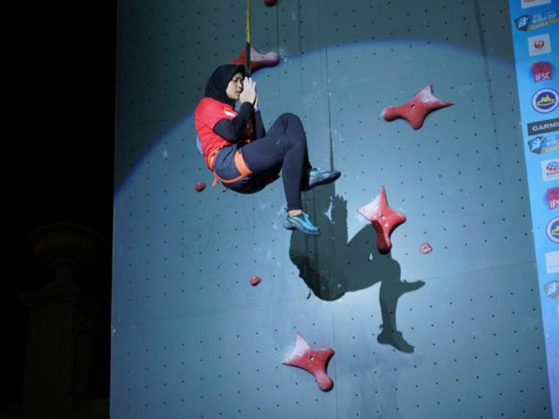 Aries Susanti Juara Dunia Panjat Tebing