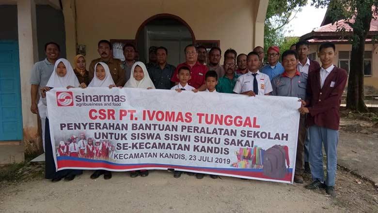 PT Ivo Mas Tunggal Serahkan  Bantuan Perlengkapan Sekolah
