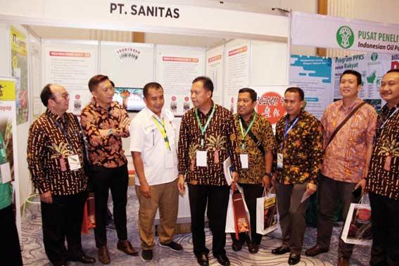 Syamsuar Diberi Gelar Gubernur Sawit Indonesia
