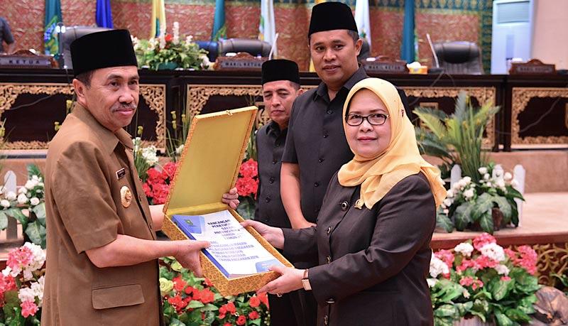 Paripurna DPRD Riau Diskors Dua Kali