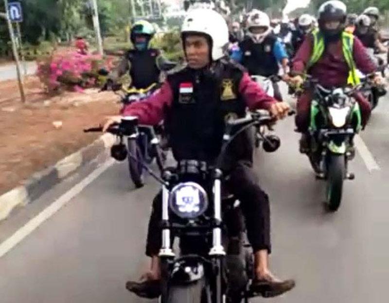 Ustad Abdul Somad Tunggangi Harley Davidson di Kota Batam