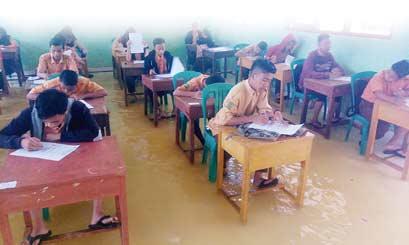 Belasan Sekolah di Inhu Terendam