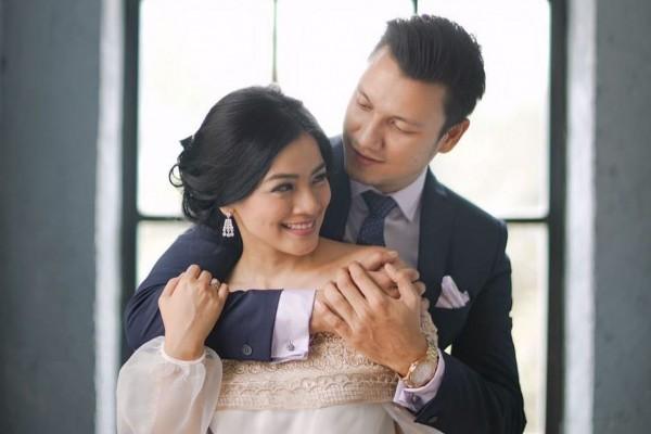 Hanya 2 Menit, Ini 8 Cara Mudah Ciptakan Kemesraan dalam Pernikahan