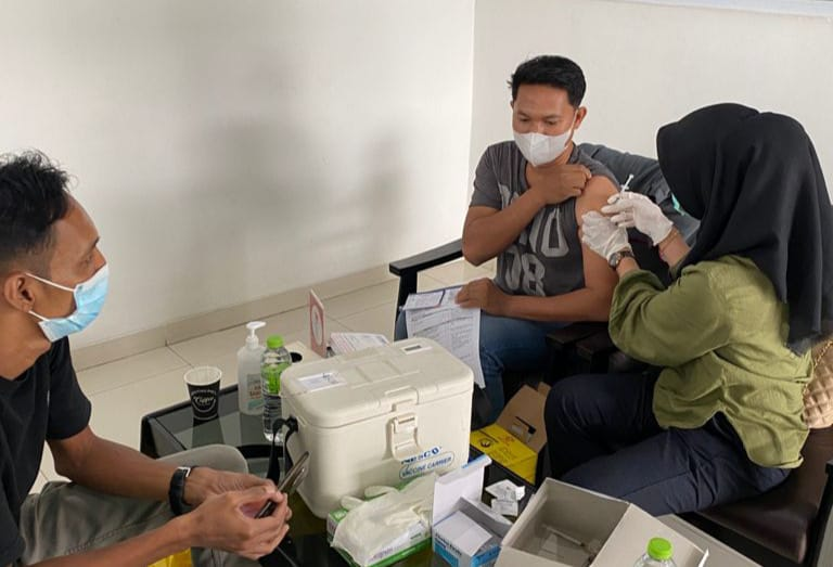 KJU Group Vaksinasi Karyawan dan Masyarakat Sekitar