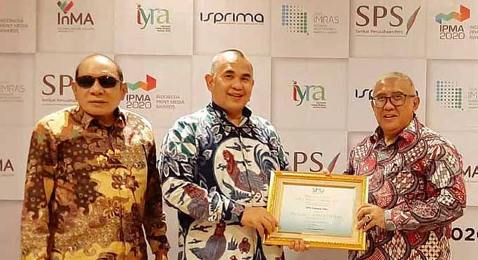 Gubernur dan Lima Bupati/Wako Terima SPS Award