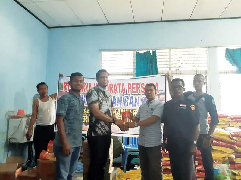 PT KIP Serahkan Bantuan untuk Korban Banjir