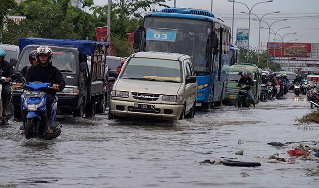 Roni Pasla: Penanganan Banjir, Pemko Harus Fokus